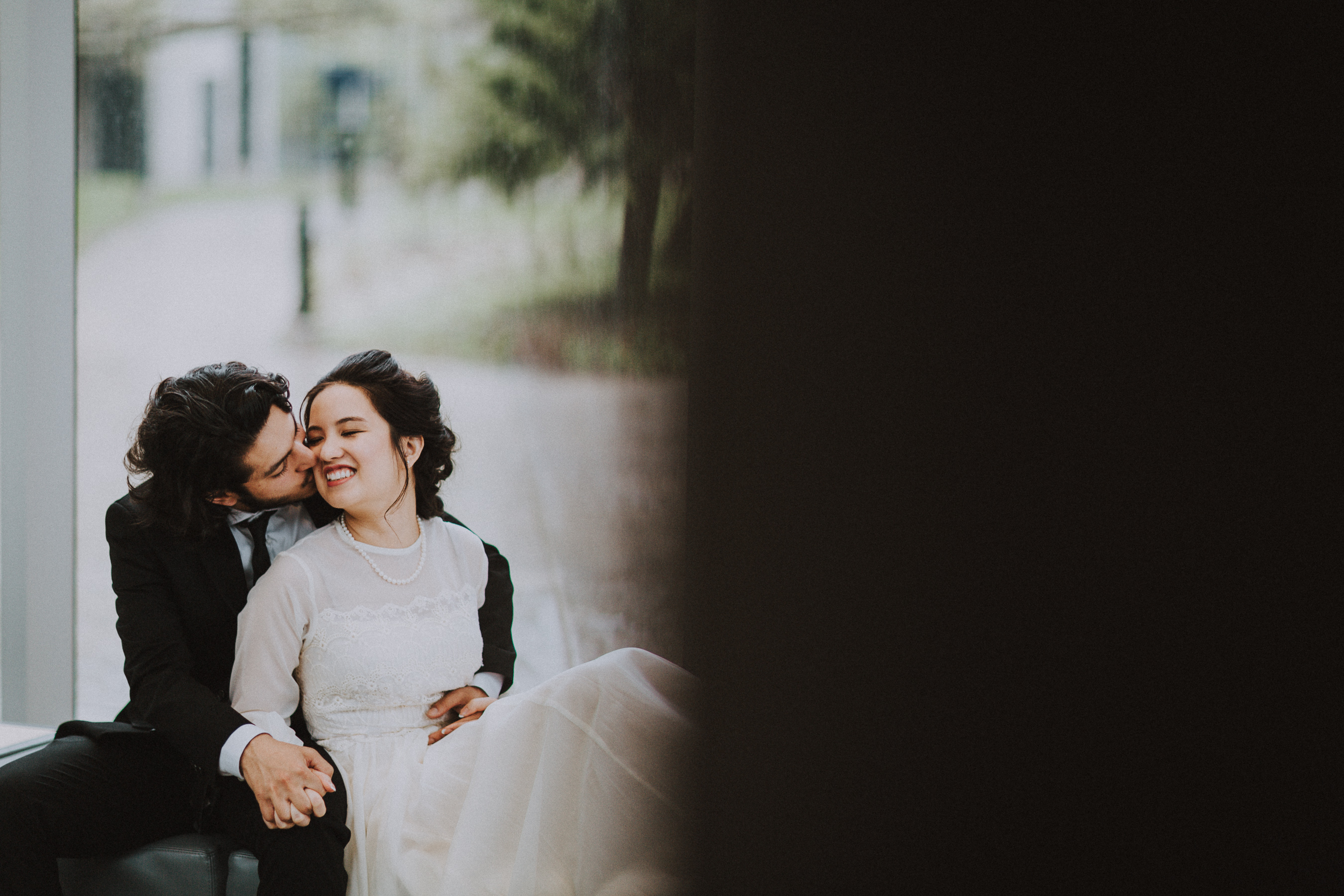 U of T Campus Wedding Pictures by Toronto Wedding Photographer