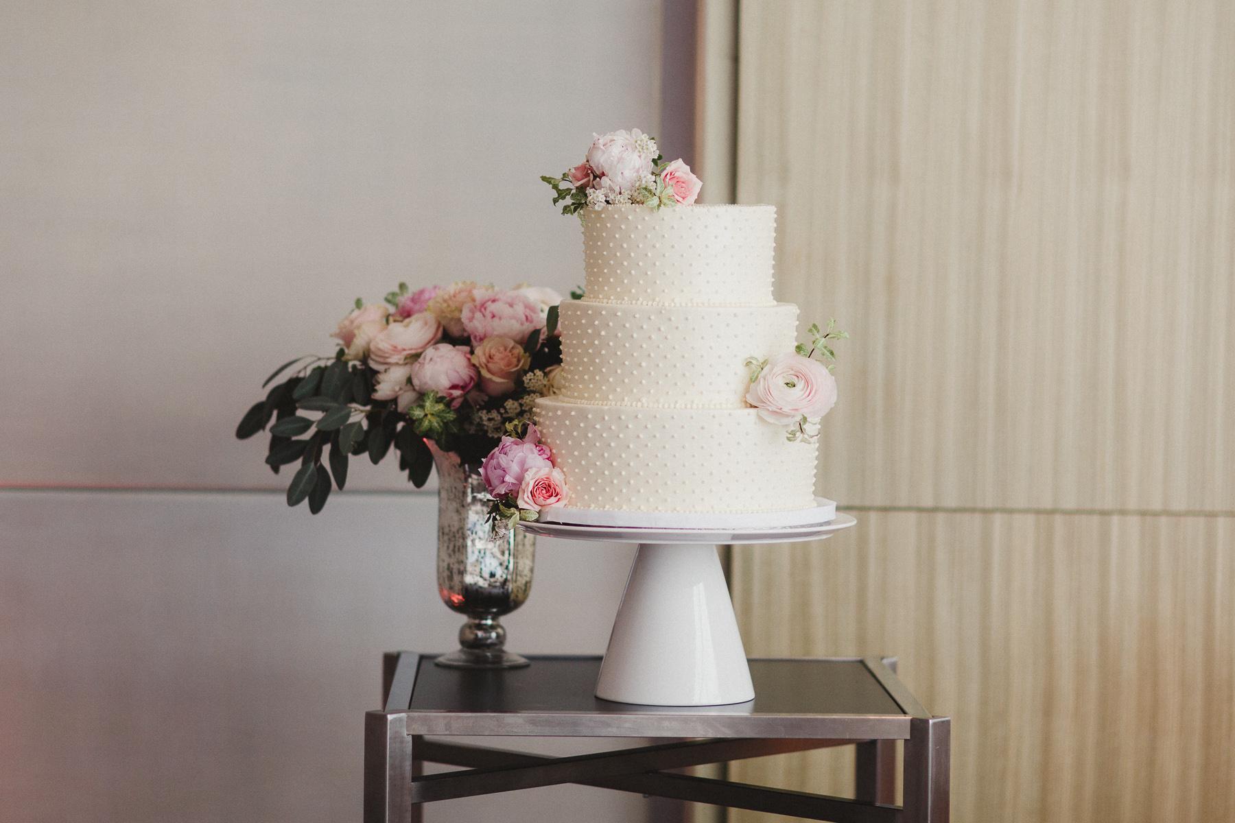 How to make a wedding cake.