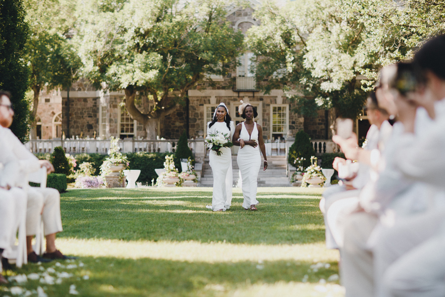Graydon Hall Manor Wedding Picture by Toronto Wedding Photographer Avangard Photography