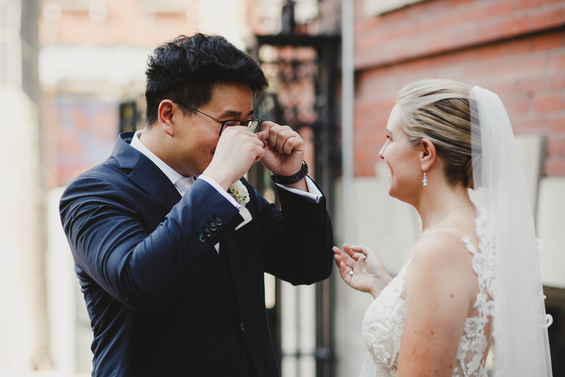 SHOULD YOU HAVE A WEDDING FIRST LOOK